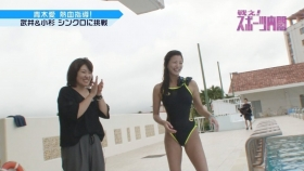 Ai Aoki shows off her swimsuit in a swimming competition019