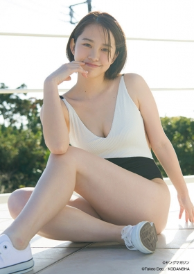 Ayuna Nitta in her first swimsuit just beforegraduating from high school007