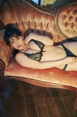 Aoi Fujino Calligraphy in a swimsuit 2021010