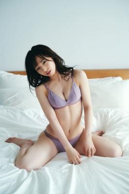 Kana Atsumi shows off her rare swimsuit011