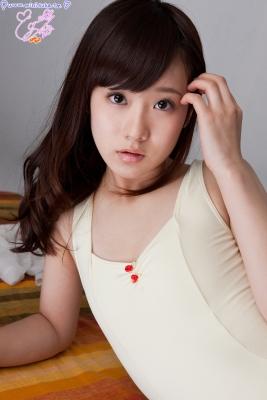 Natsuna Yuki School swimsuit gravure038