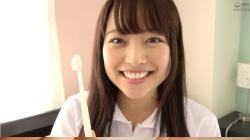 【大人気女優 宮沢ちはるチャンの歯磨き&唾飲ませ&乳首舐め手コキ!!!】のアダルト天国を見る