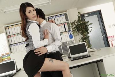 上山奈々 20-08-15 誰もいないオフィスで酔っ払い上司007