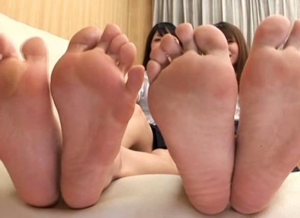足裏美人な女の子たちが自ら足舐めやエア足コキを見せてくれるの脚フェチDVD画像5