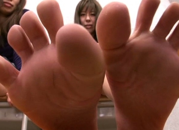 足裏美人な女の子たちが自ら足舐めやエア足コキを見せてくれるの脚フェチDVD画像2