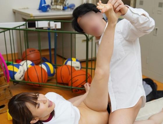女子校生の足が性感帯になっちゃうと足コキしながら感じちゃうの脚フェチDVD画像5