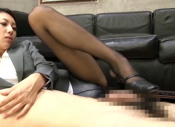 ビッチ秘書のヒール靴コキやパンスト着衣の中出し性交の脚フェチDVD画像3