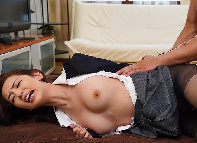 エロいコスチュームとスレンダー美脚の足コキで誘惑する痴美女の脚フェチDVD画像5