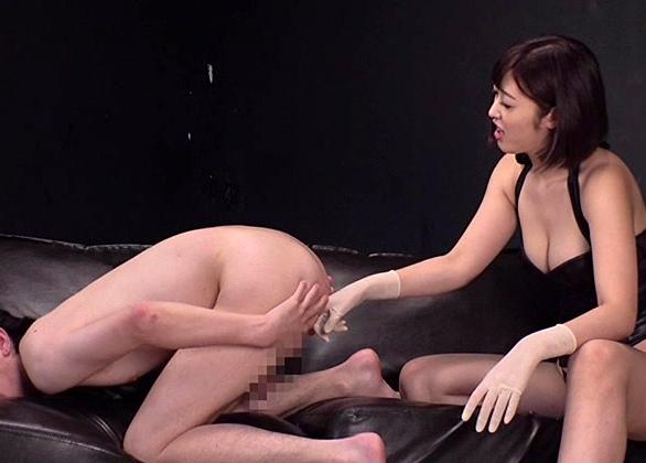 会社では清楚なOLが実は男を監禁して足コキ責めをするS女だったの脚フェチDVD画像3