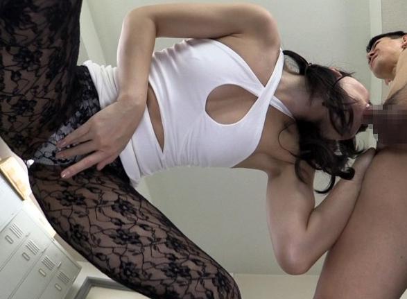 美脚なドスケベお姉さんが太腿コキや柄パンストを穿いて着衣SEXの脚フェチDVD画像6
