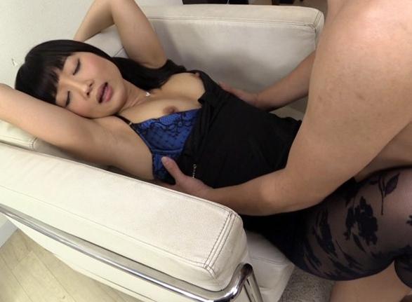 美脚なドスケベお姉さんが太腿コキや柄パンストを穿いて着衣SEXの脚フェチDVD画像4