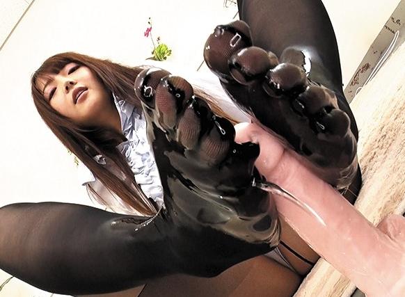 5本指パンストを穿いた美脚美女たちの無修正足コキの脚フェチDVD画像5