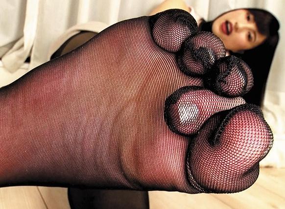 5本指パンストを穿いた美脚美女たちの無修正足コキの脚フェチDVD画像3