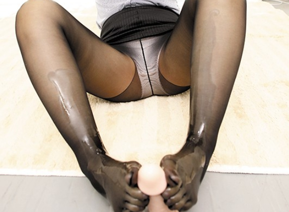 5本指パンストを穿いた美脚美女たちの無修正足コキの脚フェチDVD画像1