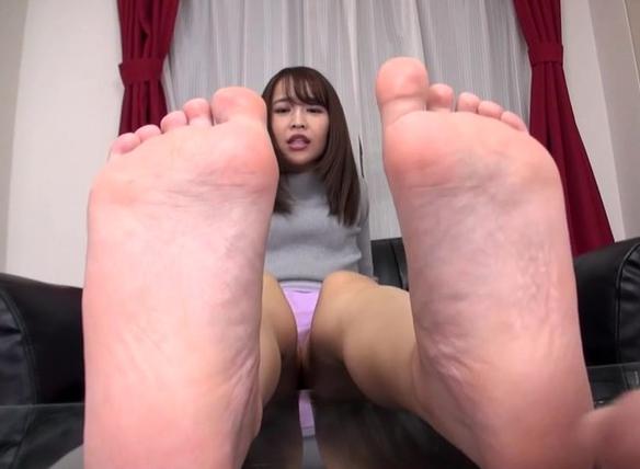 ロングブーツを履いて蒸れた足裏を嗅いで舐めて足コキさせちゃうの脚フェチDVD画像3