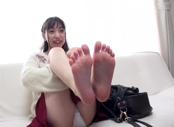 ロングブーツを履いて蒸れた足裏を嗅いで舐めて足コキさせちゃうの脚フェチDVD画像1