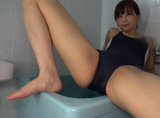 スク水美少女のヌルヌル足裏で生足コキや着衣SEXでイクの脚フェチDVD画像2