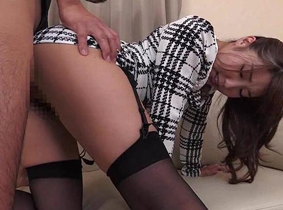 タイトスカート家庭教師がパンスト美脚で足コキや誘惑セックスの脚フェチDVD画像3