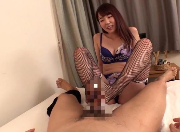 超絶テクを持ったデリヘル嬢が網タイツ美脚で足コキ責めの脚フェチDVD画像5