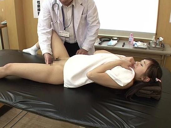 【星空もあ】新入生の健康診断で男性医師に膣内を触診されチンポまで挿入されてしまう巨乳美少女