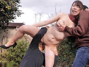 【香山美桜】長身巨乳美女に首輪をつけ野外調教!ダブルフェラから3Pセックスで大量中出し!