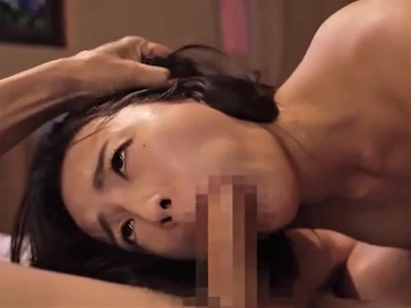 【向井藍】コンビニバイトの若妻が店長に調教されイラマチオで喉イキ!!