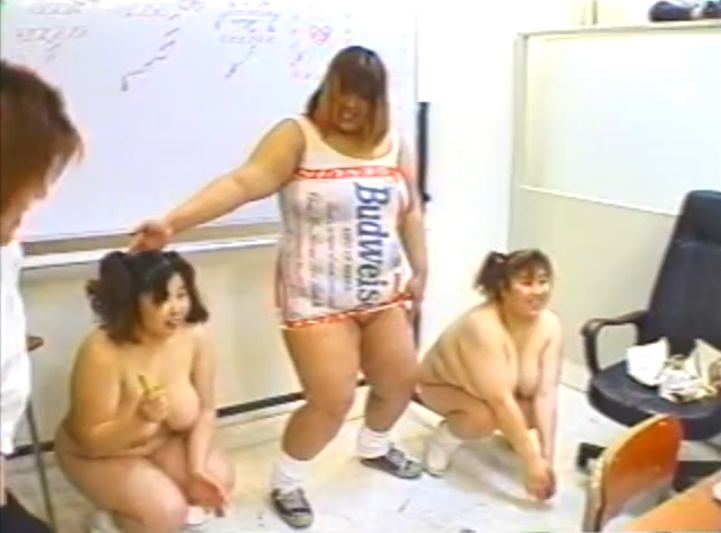 デブ学園!でっぷり太った女子高生たちの身体測定に肉弾乱交!