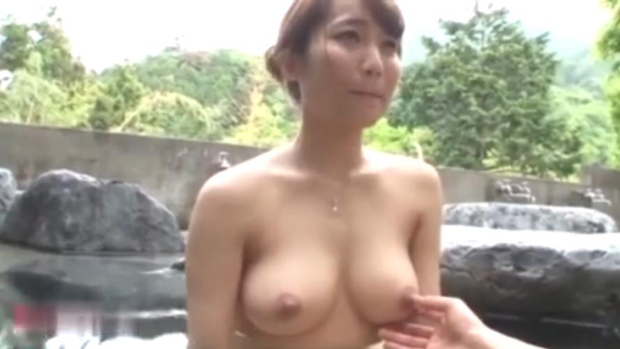 山奥の露天風呂で美乳お姉さんとしっぽりエッチ!