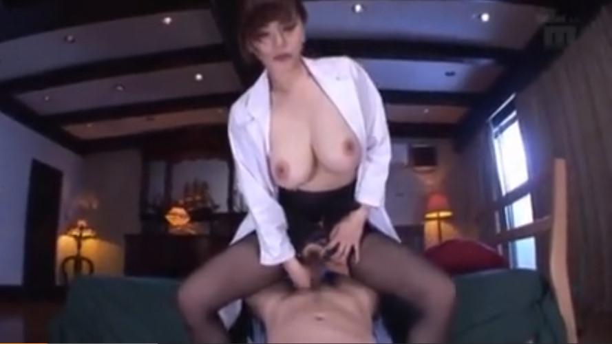 患者にまたがり卑猥に腰を振る隠語女医!男を犯す美爆乳エロ女沖田杏梨