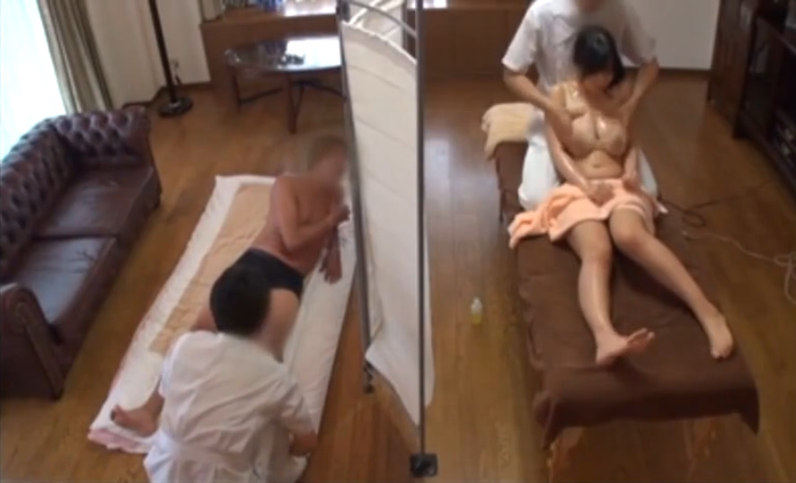 マッサージ師に卑猥な施術を依頼する変態夫!妻のエロボディをオイルまみれにされ大興奮!塚田詩織