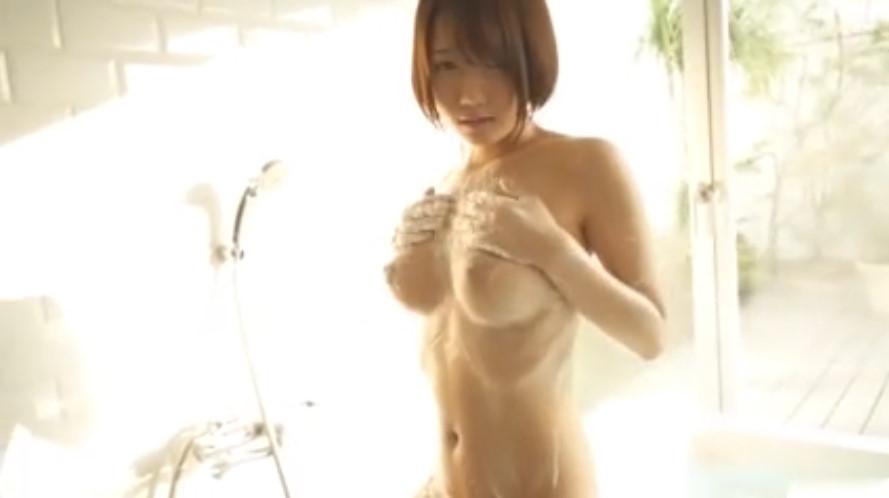 泡まみれの美巨乳がえっちな色白娘とお風呂!