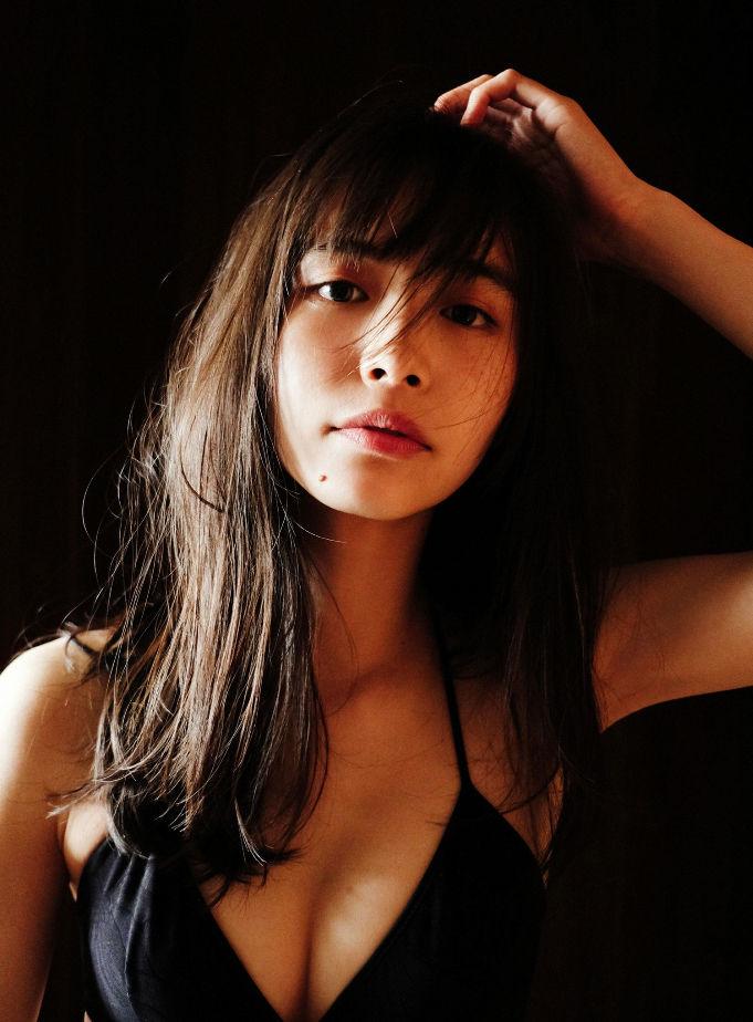 井桁弘恵 57