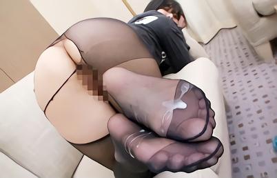 パンスト着衣の素人娘たちの黒光りした美脚にチンポを擦り付ける!フィニッシュはパンスト足裏ぶっかけ!!