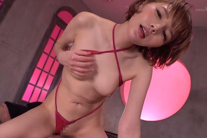 ショートヘアの小悪魔的美女、広瀬りおなが甘い囁きで焦らし抜く痴女SEX!
