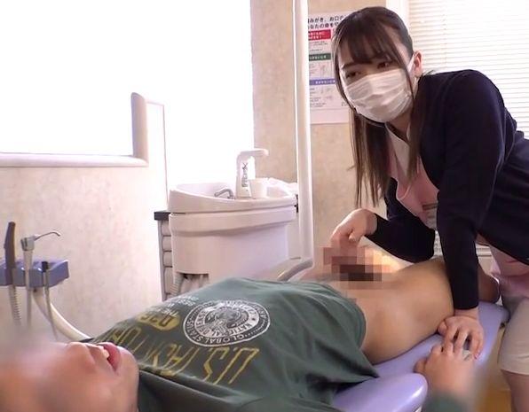 お母さんには内緒だと約束して、可愛い歯科助手がショタのおちんちんを大きくさせちゃいます!大浦真奈美