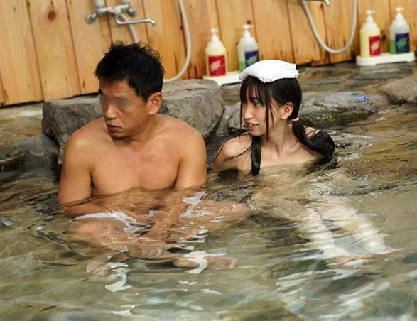混浴温泉に入ったら、ウブでおませなひよこ女子にちんちんバカになるほどおち○ぽみるく絞りとられた