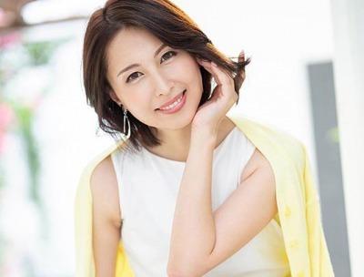 美容サロンを経営する傍ら、自分磨きのためにAV出演を決めた佐田茉莉子さん