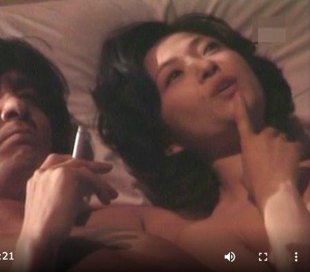 だいぶ昔のドラマでベットシーンの最中、一瞬腕の隙間から乳首が見えちゃったハプニング!