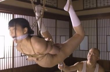 宙吊りで緊縛拘束された美少女が電マ調教責めで悶絶【枢木あおい】