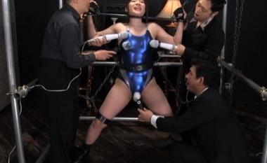 【女子プロレスラー】鉄枷拘束されたまま電マ責めされるピタコスの美波沙耶【女格闘家】#1