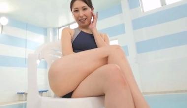 競泳水着コスプレをした佐田茉莉子