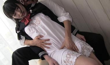 【生田みく】スリップ姿の制服美少女