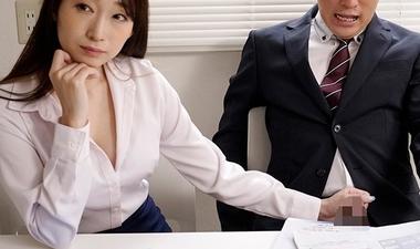オフィスで手コキ責めする女上司の蓮実クレア
