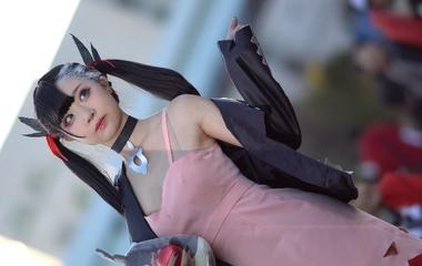 【コミケ】ポケットモンスター ソード・シールド(ポケモン剣盾)のマリィ(トレーナー)に成りきったアニコス美少女の撮影会風景