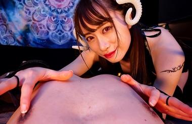 【VR】乳首責めするサキュバスコスプレをしたエステティシャンの桐山結羽#1