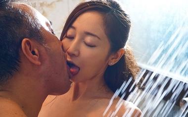 ベロキスする人妻メイドの篠田ゆう