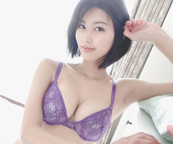 妖艶な紫下着のエロ画像 part5