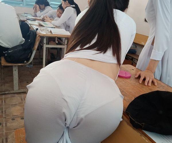 【画像】ベトナムJKの制服がエッチ過ぎるwww