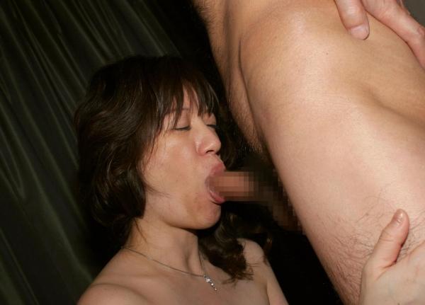 発情した30代熟女がねっとり舐めてるフェラチオ画像21枚の09枚目