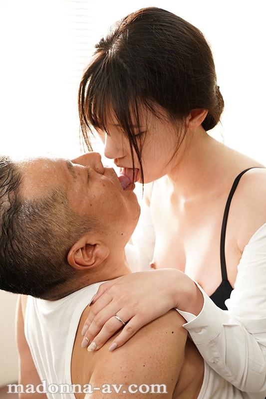 美熟女キス画像 舌を絡め合って唾液交換してる50枚のa01枚目